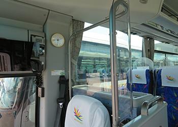 運転席と客席との間の感染予防アクリル仕切板